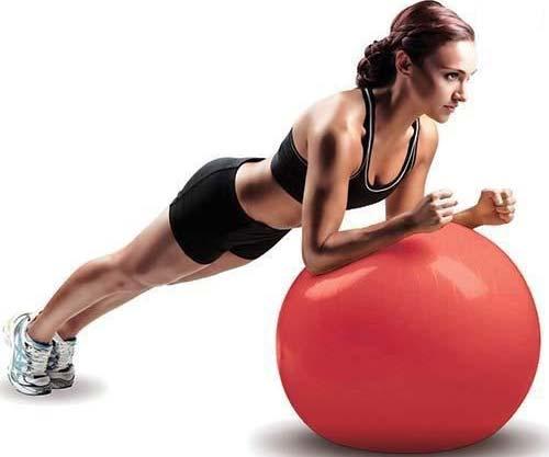 تقویت ماهیچه های اصلی در تمرین با توپ بدنسازی