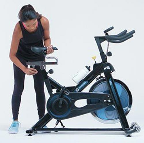 تنظیمات صندلی دستگاه دوچرخه ثابت